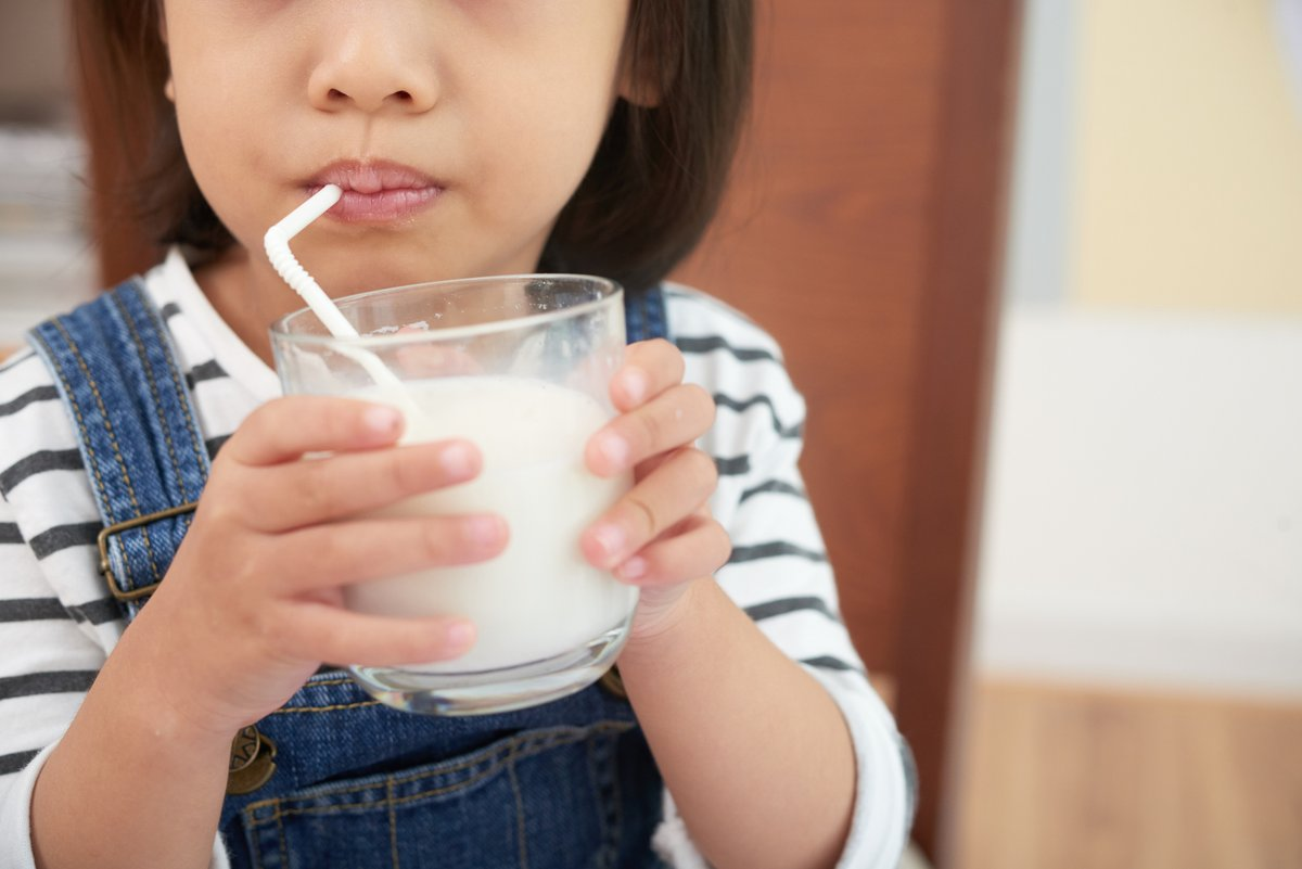 Should kids drink whole fat milk? Study offers new answer